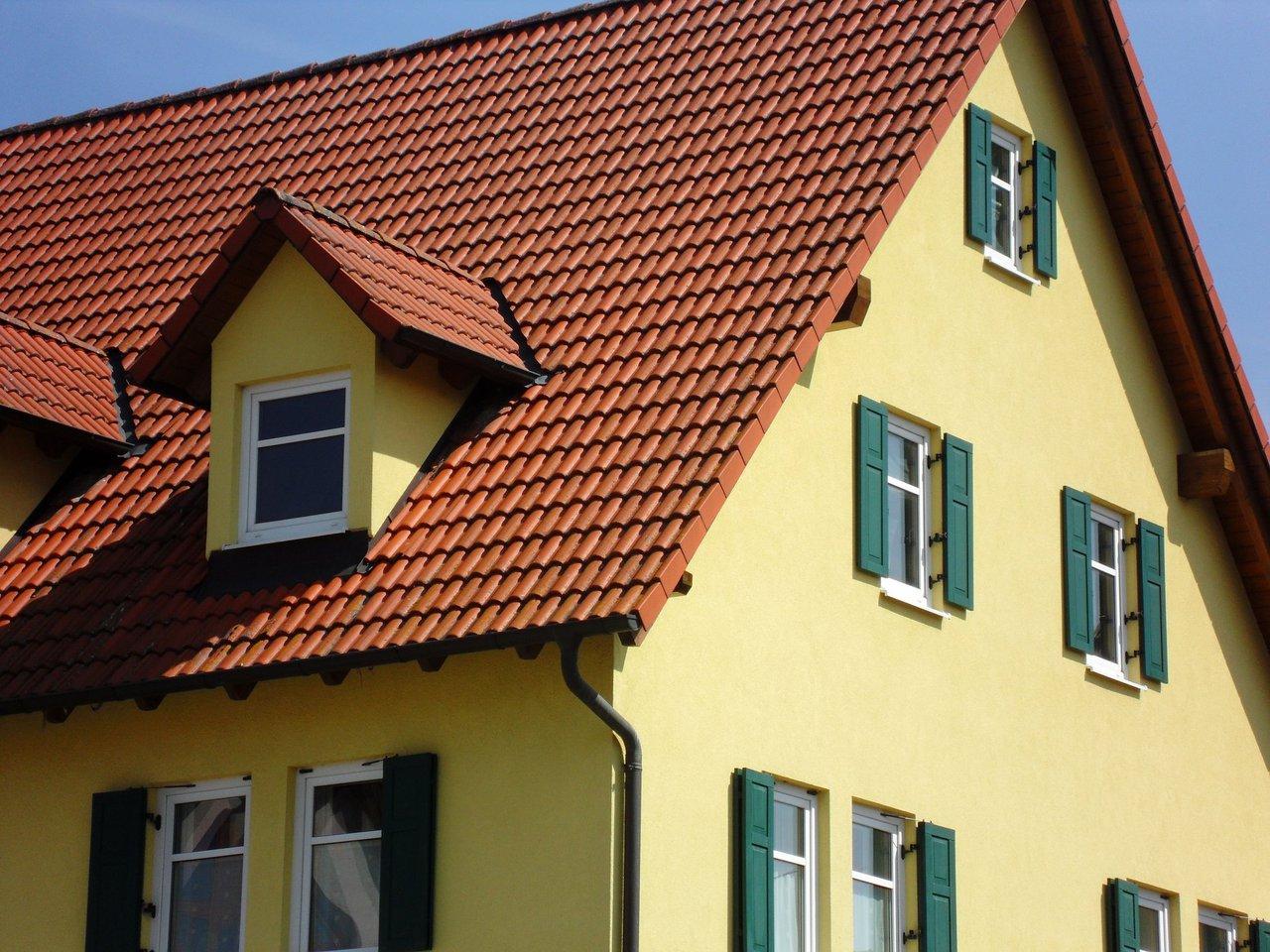 Fassadensanierung - neues Gewand für alte Häuser - Farbe erleben